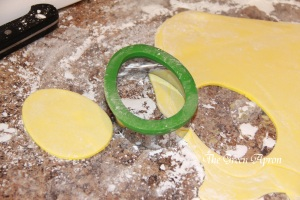 Use the egg cutter on rolled out yellow fondant for the bee bodies